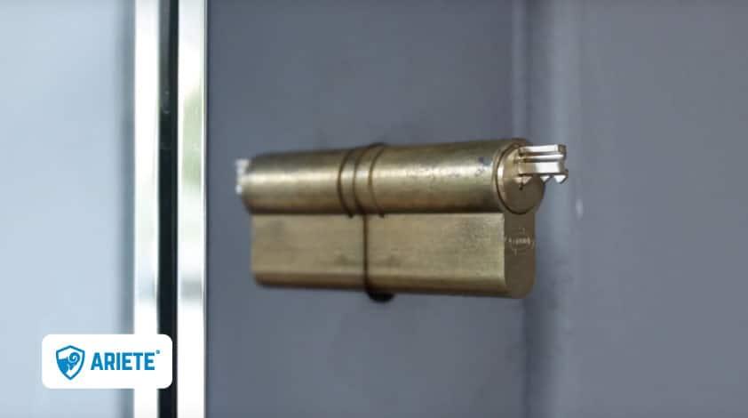 chiave spezzata nella serratura condominio