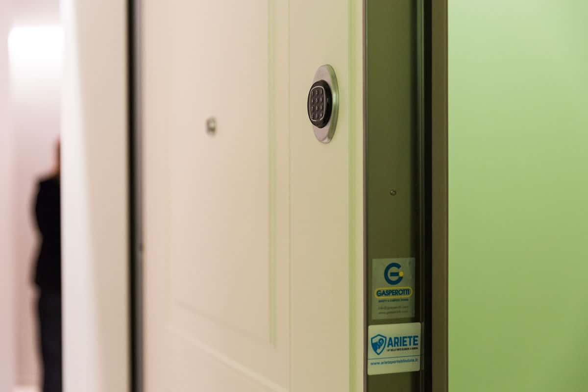 apertura automatica porta blindata