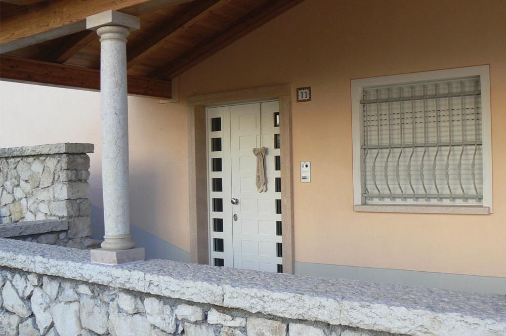 porta blindata con vetro laterale
