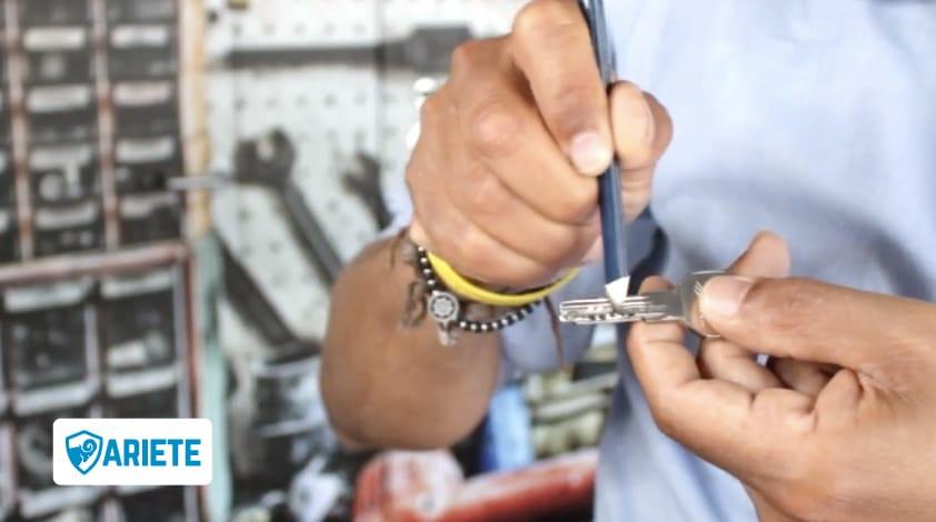 come lubrificare serratura porta blindata