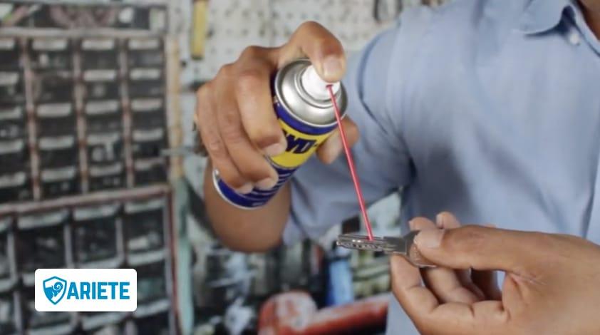 lubrificare chiave con wd40