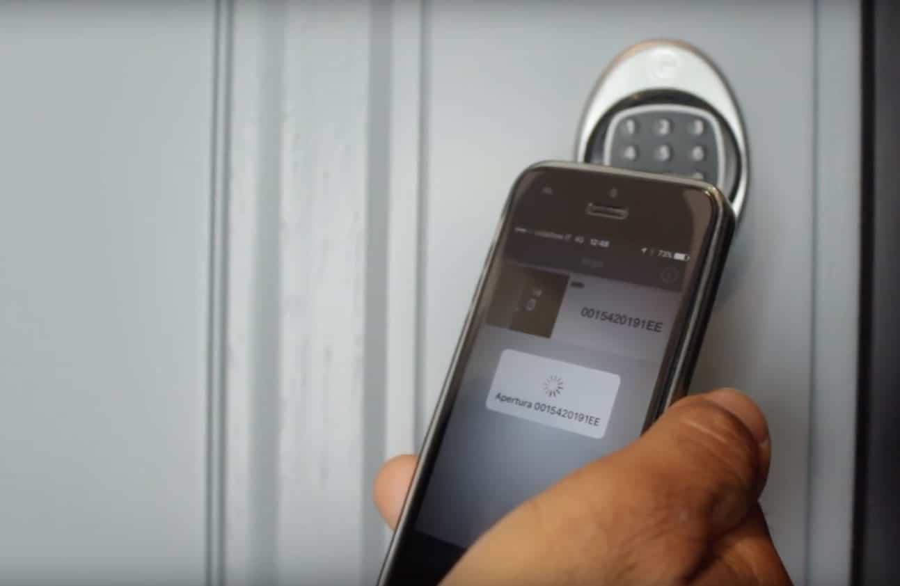 aprire porta con smartphone