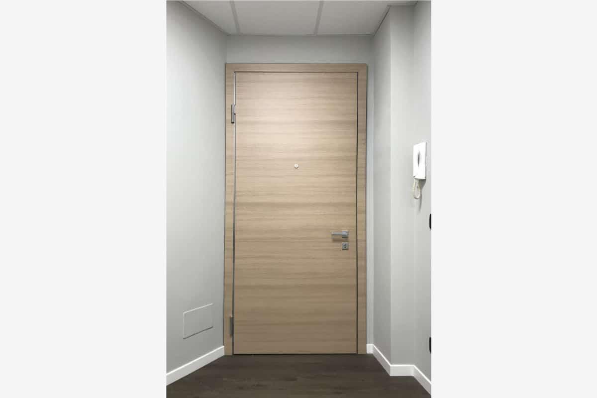 porta blindata con serratura elettromeccanica