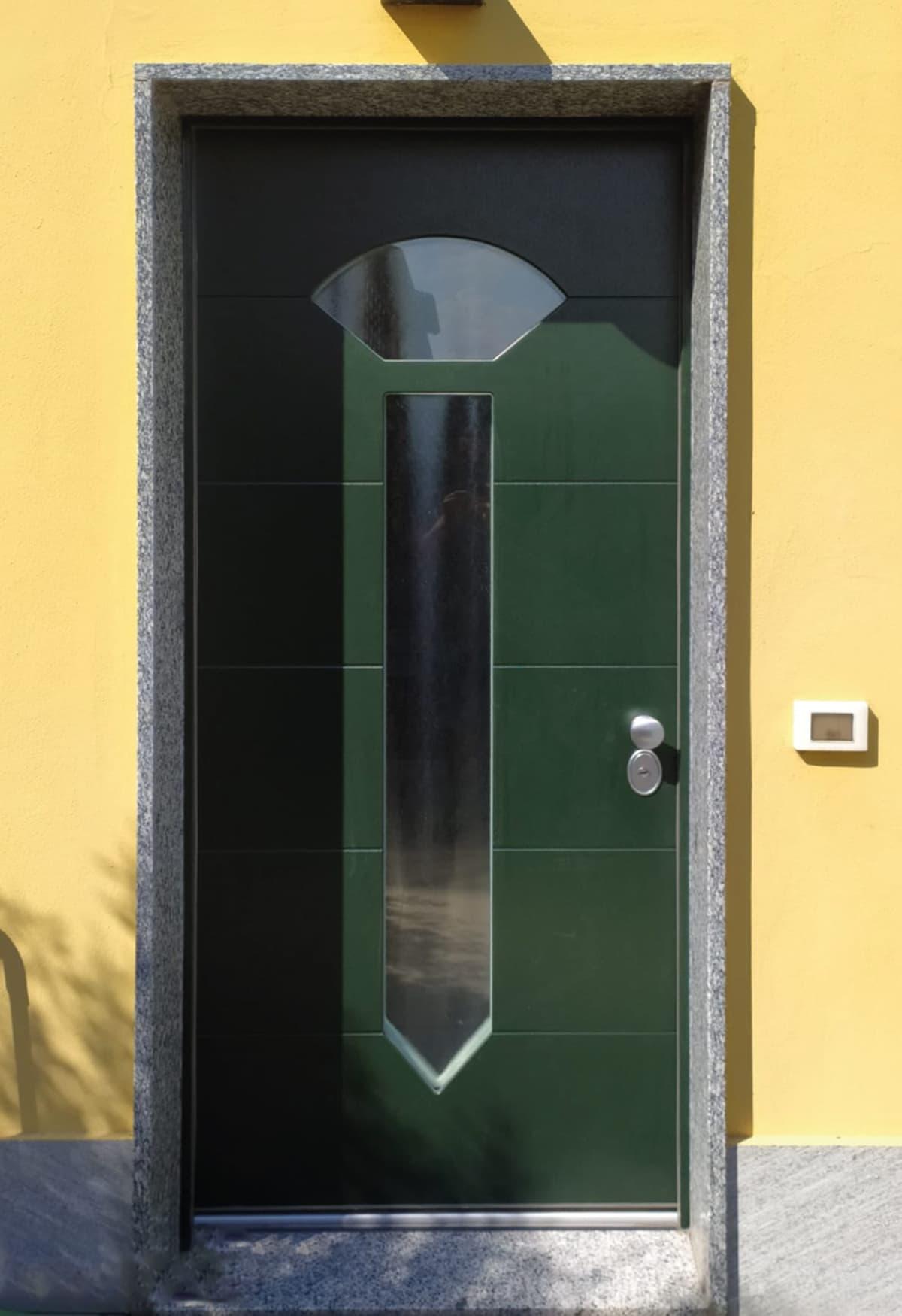 porta blindata con anta vetrata